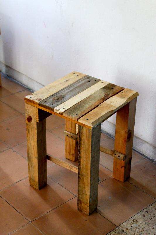 upcycling comment construire des meubles en palettes. Black Bedroom Furniture Sets. Home Design Ideas