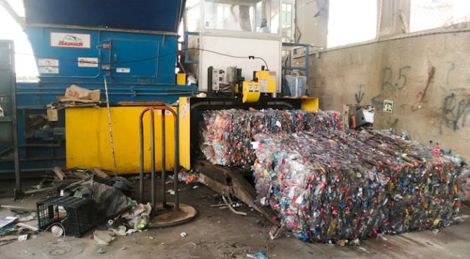 20150404 decharge 007 670x370 - Comment on gère les déchets sur une île ?