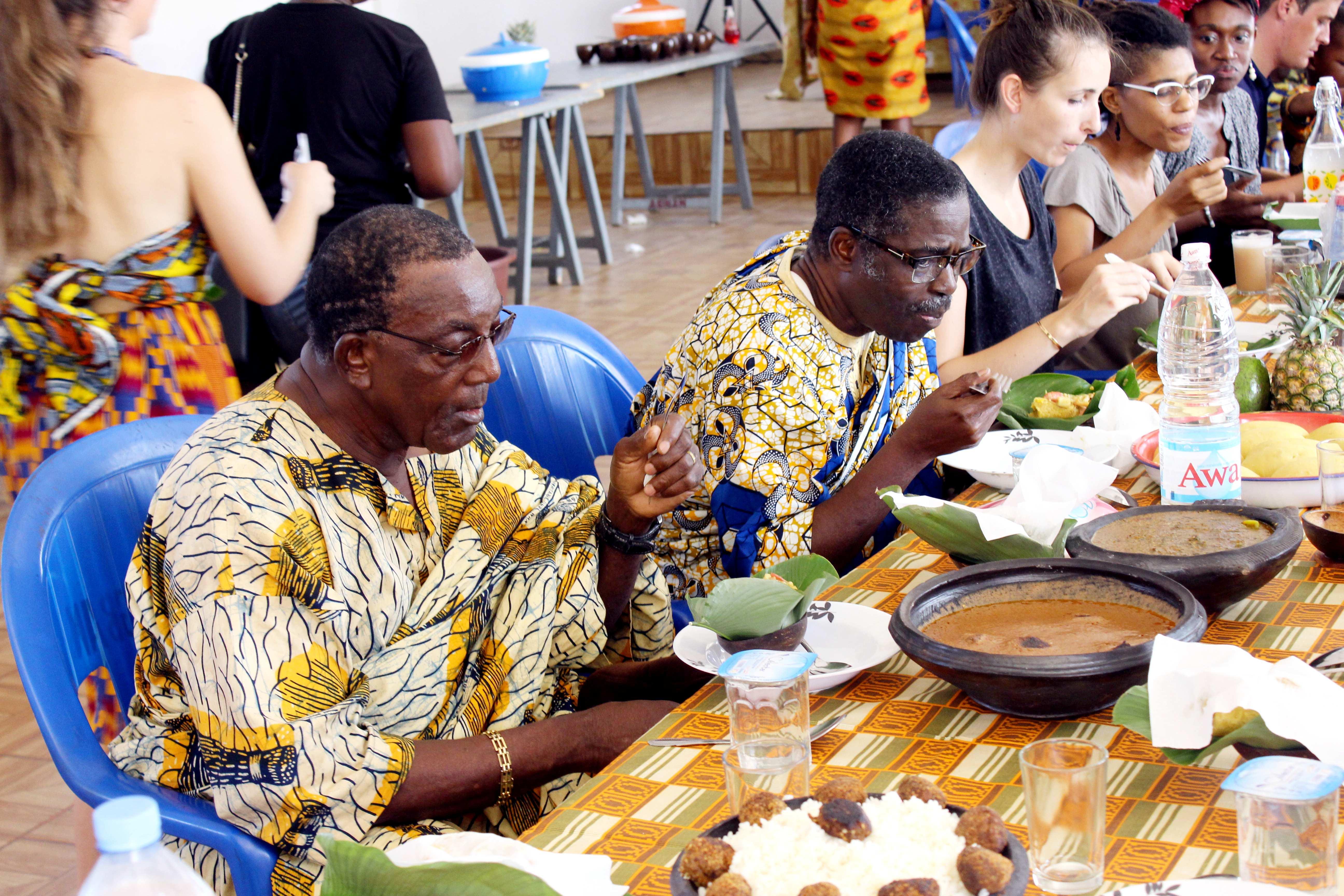 repas - Bénévolat et Tourisme Solidaire en Côte d'Ivoire : l'expérience de Sofia